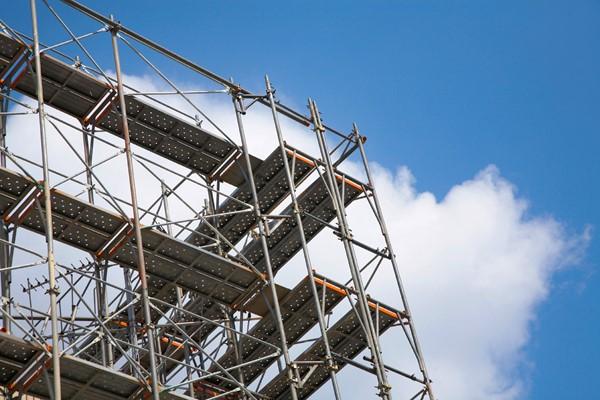 高圧洗浄の影響から、屋根塗装と外壁塗装は同時に行う方がお得!