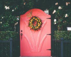 玄関ドアの塗装にかかる料金はいくら